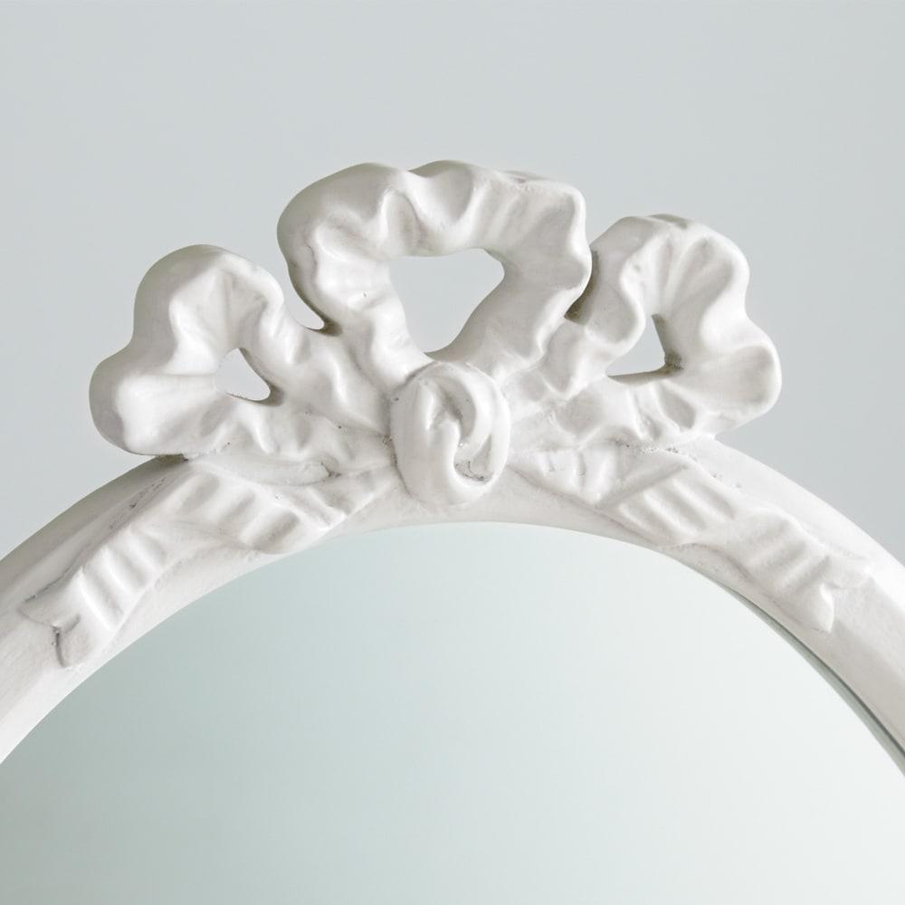 シャビーシックフレンチシリーズ ミラー 品よくかわいらしいリボンモチーフの装飾。