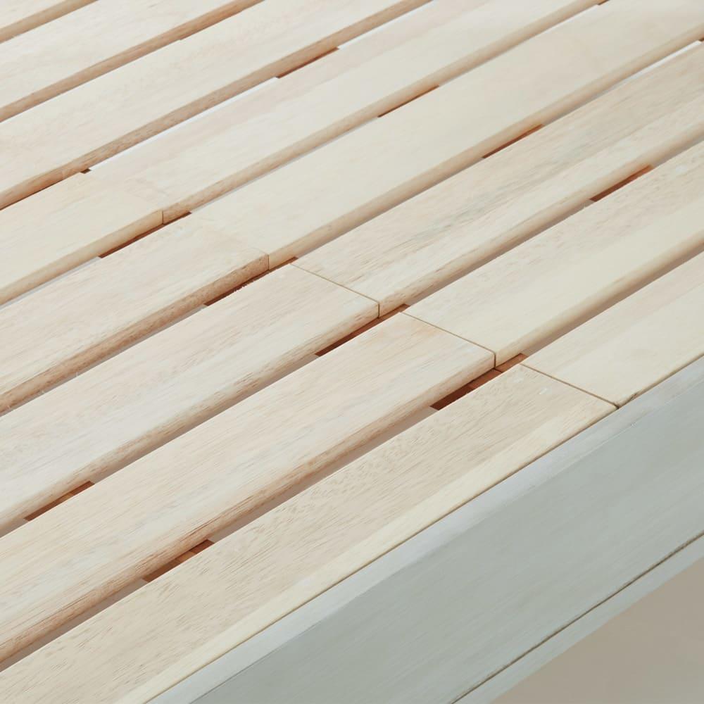 シャビーシックフレンチベッド ポケットコイルマットレス付き 床板には湿気がこもりにくく、通気性のよいすのこを使用しました。