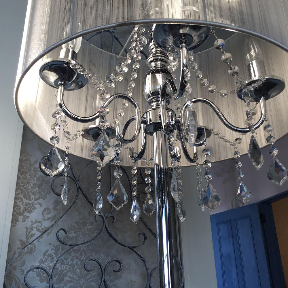 シャンデリア調フロアスタンドライト5灯 キャンドルのような電球なので、消灯時のインテリアとしてもおしゃれ。
