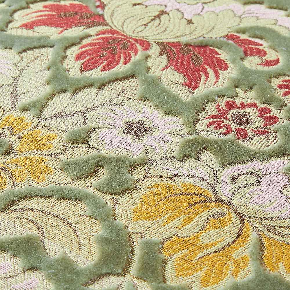 イタリア製金華山織シリーズ NEWデラックスカウチソファ ビロードの模様を金糸、銀糸で織り出す「金華山織」。そのあでやかな美しさで、西陣織の帯などにも用いられる高級毛織物です。