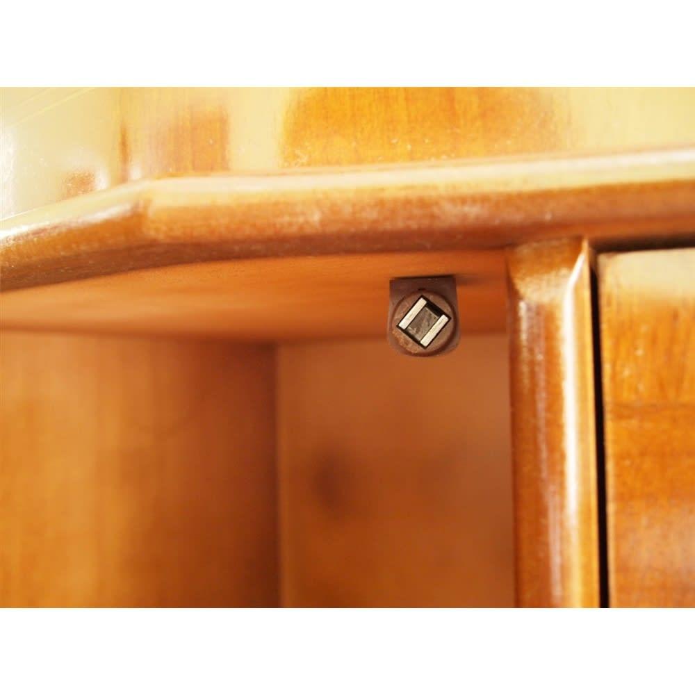 イタリア製 象がん 収納家具 猫脚 コンソール チェスト キャビネット マグネット式キャッチで扉をしっかり固定。