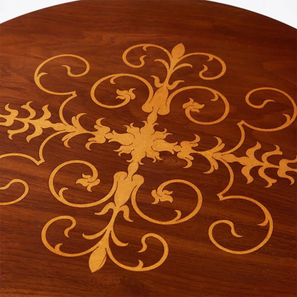 イタリア製猫脚シリーズ 象がんサイドチェスト 天板にも華やかな象嵌細工が施されています。