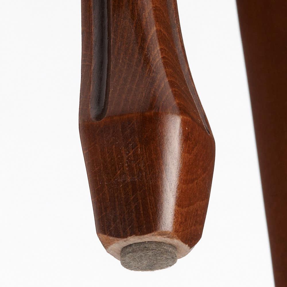 イタリア製 金華山織シリーズ ダイニング5点セット(ダイニングテーブル+ダイニングチェア1脚×4) チェア脚部裏。床を傷つけないようフェルトで保護できます。