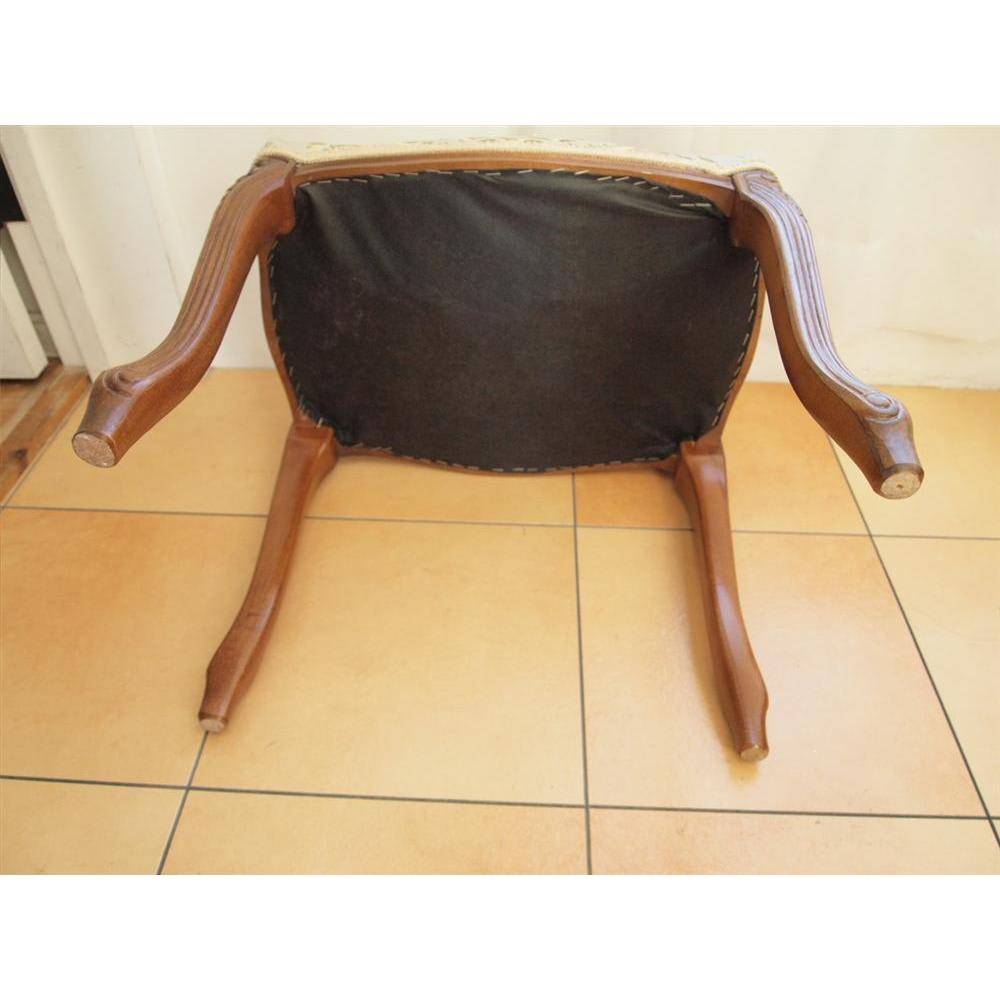 イタリア製金華山織シリーズ スツール 脚部の裏に取り付けられるフェルトが同梱されています。床に傷がつきにくく安心。