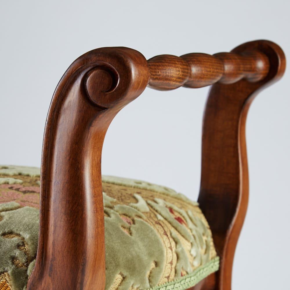 イタリア製 金華山織張り 肘掛付スツール ハンドルにもなめらかで美しい装飾が施されています。