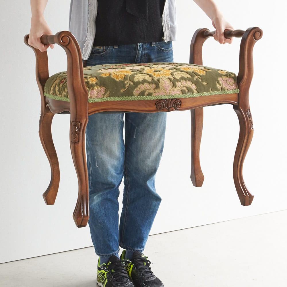 イタリア製 金華山織張り 肘掛付スツール 肘掛け付なので持ち運びにも便利。重量は約4kgなので、女性でも簡単に移動できます。