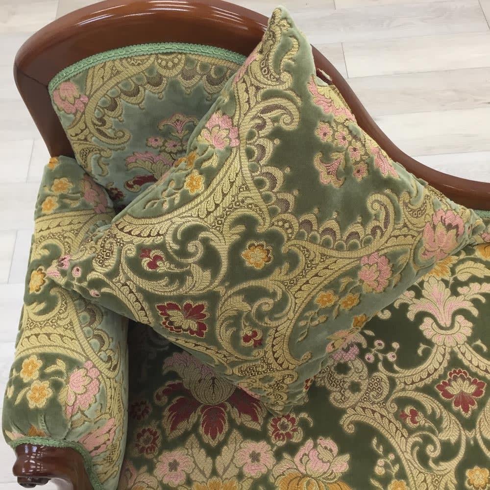 イタリア製金華山織DXソファ カウチソファ クッション付なので長時間座っていても疲れづらいのが魅力です。