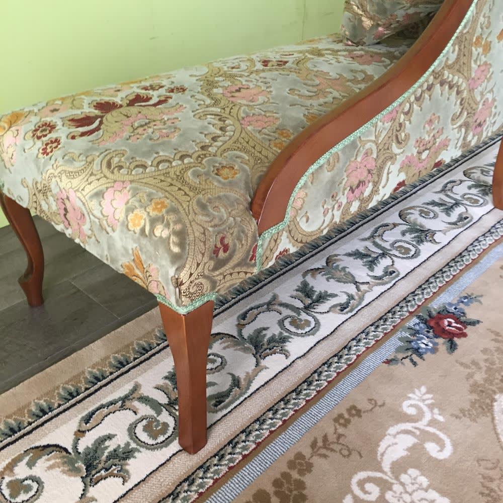 イタリア製金華山織DXソファ カウチソファ 背面から見ても美しく、インテリアを上品に演出します。