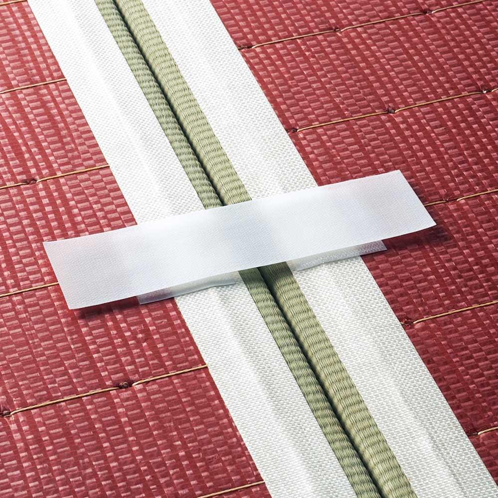 へりなしフロア畳 ミックス色 裏面を付属のテープで止めるだけ。簡単な作業でしっかりジョイントできます。