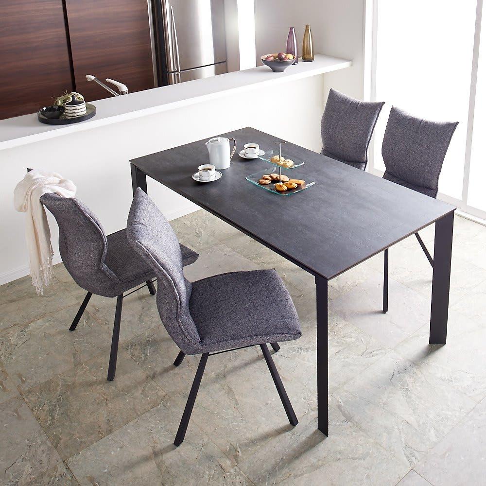 セラミック天板ダイニングシリーズ テーブル幅90cm 使用イメージ(ア)グレー系 ※写真はテーブル幅150cmです。
