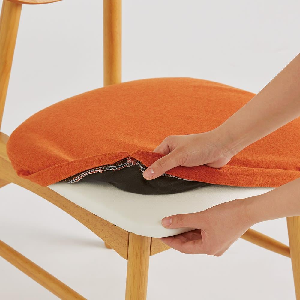 省スペース半円ダイニングセット 4点セット(テーブル幅120cm+カバーが洗えるチェア2脚組+カバーが洗えるベンチ) カバーは取り外して洗えます。