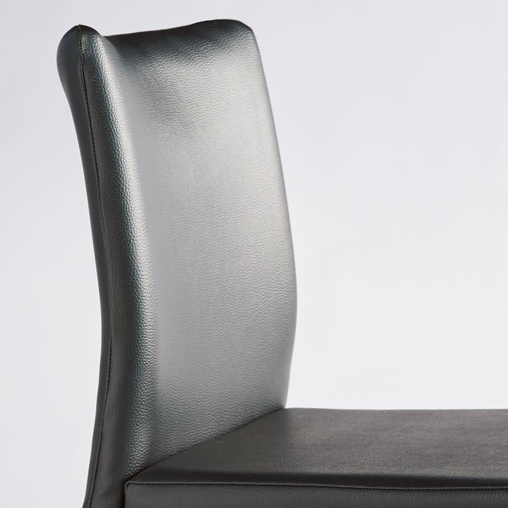 レザー調ダイニングチェア 同色2脚組 曲線デザインで背中に沿って座りやすい。