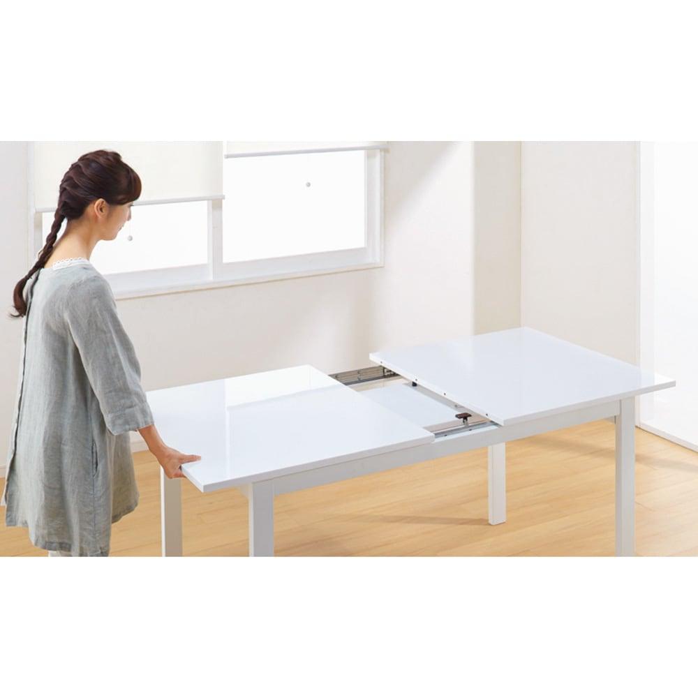 簡単伸長!スマート伸長式テーブル 幅140・180cm 【ポイント】ストッパーを外し片側の天板を引っ張ると、反対側も自動的にスライド。