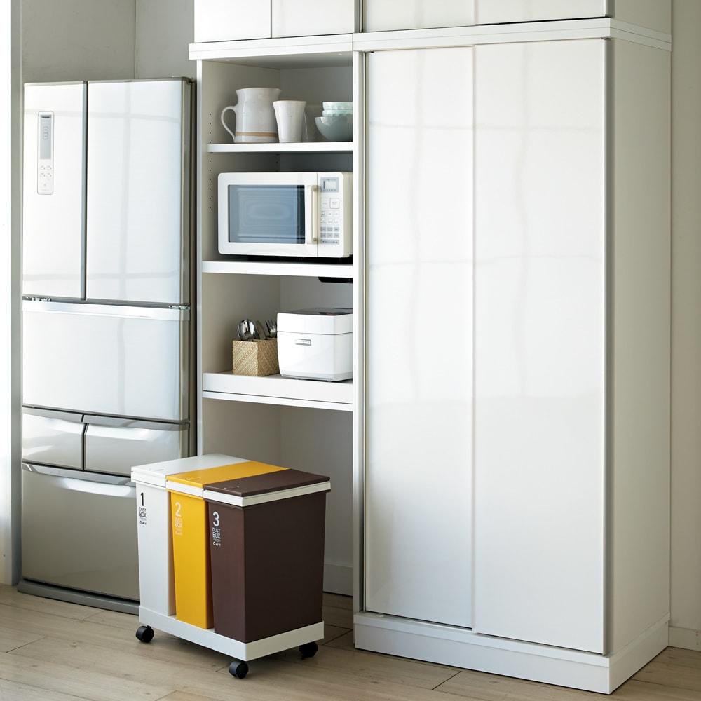 大型パントリーシリーズ レンジラック 下オープン 幅60cm コーディネート例(ア)ホワイト 清潔感のある明るいキッチン空間に。 ※お届けはレンジラック幅60cmです。