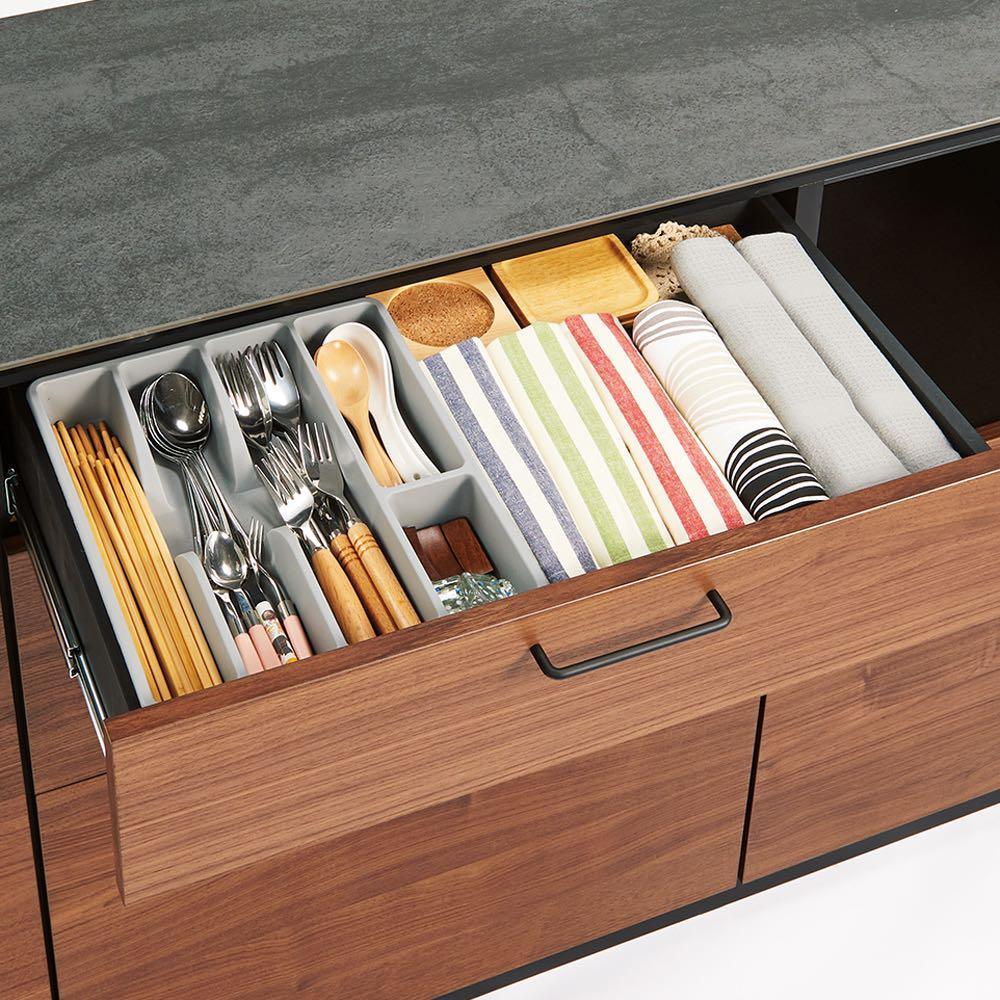 セラミック天板キッチンカウンター 幅120cm カトラリーは取り出しやすい上段に。