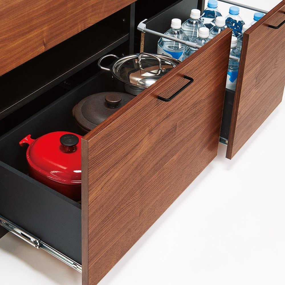 セラミック天板キッチンカウンター 幅120cm 鍋類やペットボトルは深引き出しに。引き出し内部に可動棚付き。
