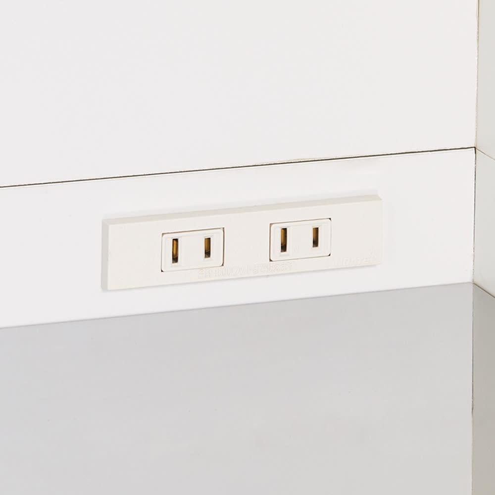 大型レンジ対応ステンレスクリーンキッチン カウンター 幅119cm 家電の配線がすっきり。コード穴を通して2口コンセントに。