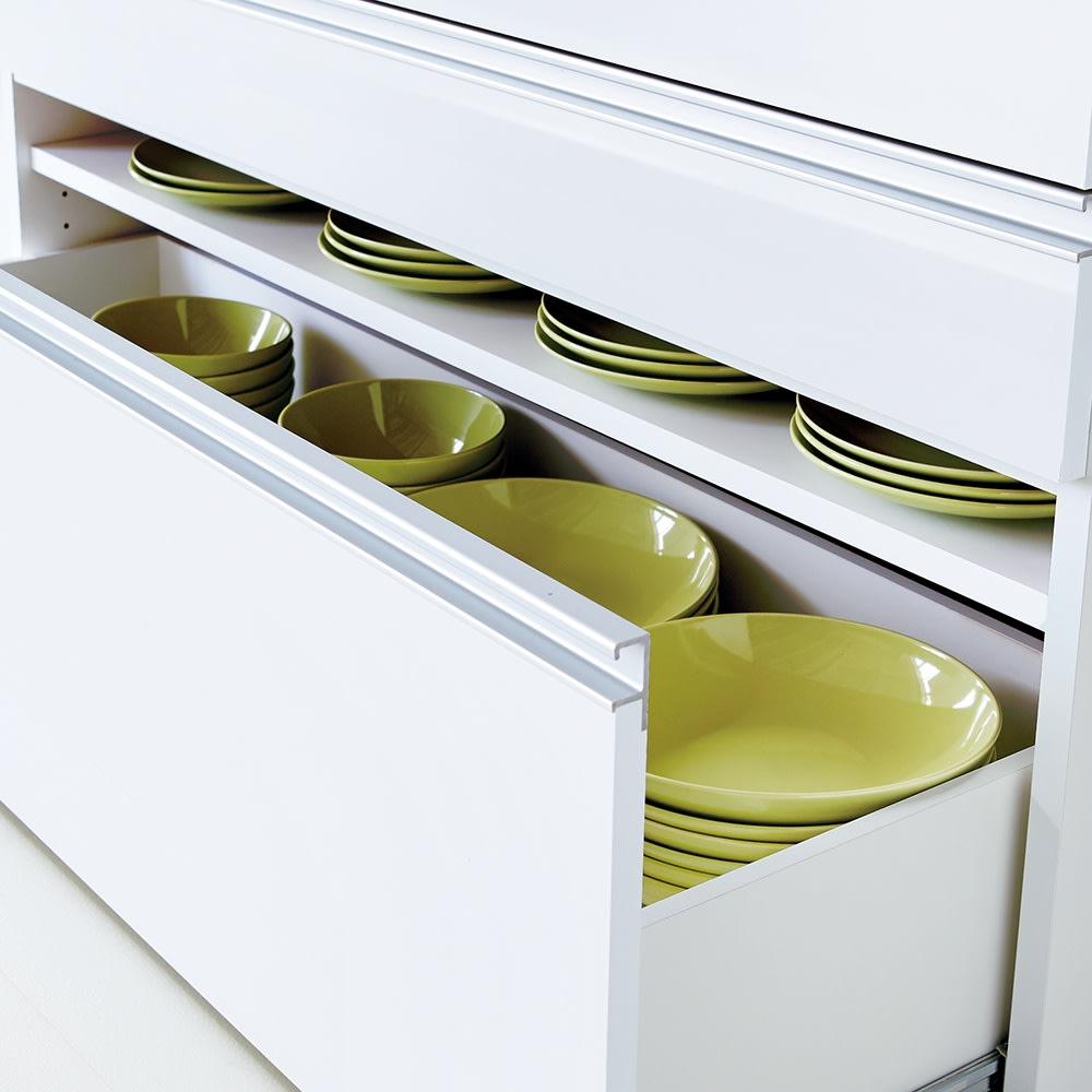 大型レンジ対応ステンレスクリーンキッチン カウンター 幅119cm 最下段の引き出しは可動棚付き。2段で使えば収納力アップ。