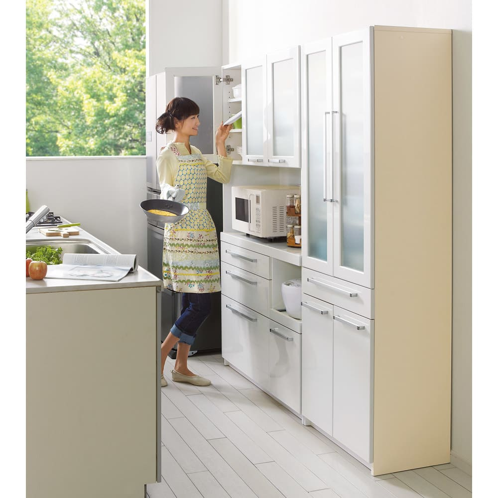 奥行40cm薄型クリーンボディキッチンボードシリーズ レンジボード幅90cm [パモウナYC-S900R] 汚れに強い素材でお手入れ簡単な食器棚シリーズ。スペースのないキッチンで使用するダイニングボードに嬉しい奥行40cm省スペースタイプです。