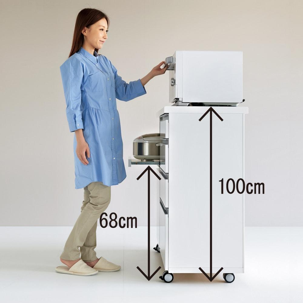 キッチンの間仕切りにも!家電が使いやすい腰高キッチンカウンター 幅120cm [パモウナ WH-120W] 高さは100cmとハイタイプで、調理家電が腰をかがめず使えて、収納量も確保した設計。
