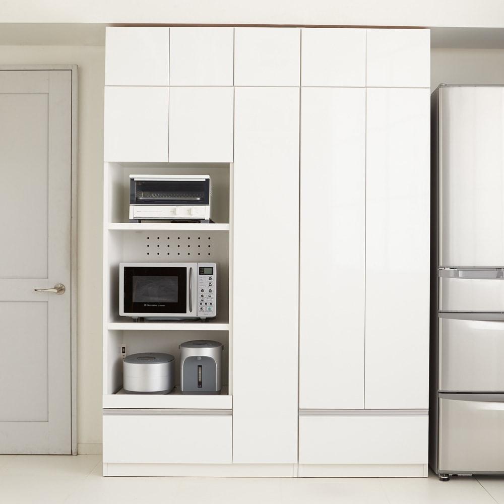 食器もストックもたっぷり収納!天井ぴったりキッチンシリーズ 食器棚 幅60cm奥行45cm 【コーディネート例】まるでシステムキッチンのように機能的な収納を叶えます。(エ)ホワイト(光沢無地)
