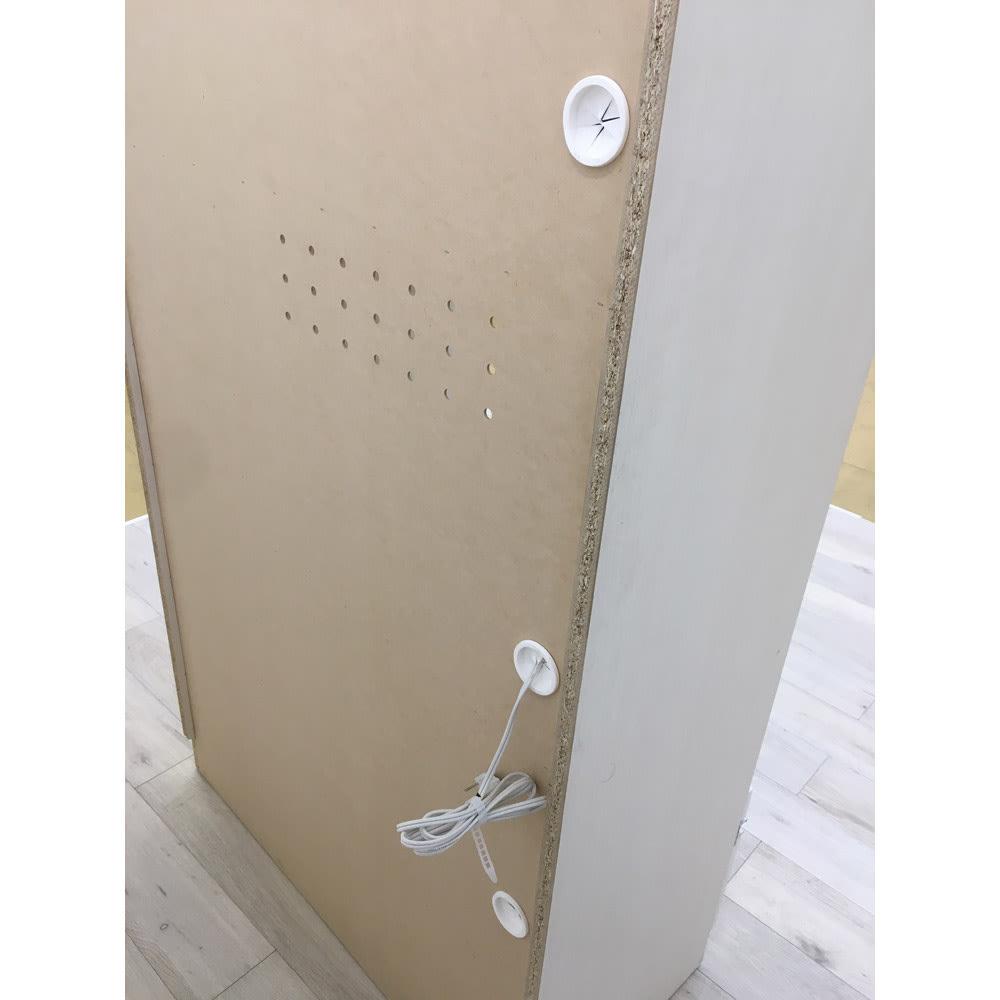 家電もストックもまとめて収納!天井ぴったりキッチンシリーズ レンジボード 幅60cm奥行45cm 各収納部には背面への配線逃がし穴が付いています。