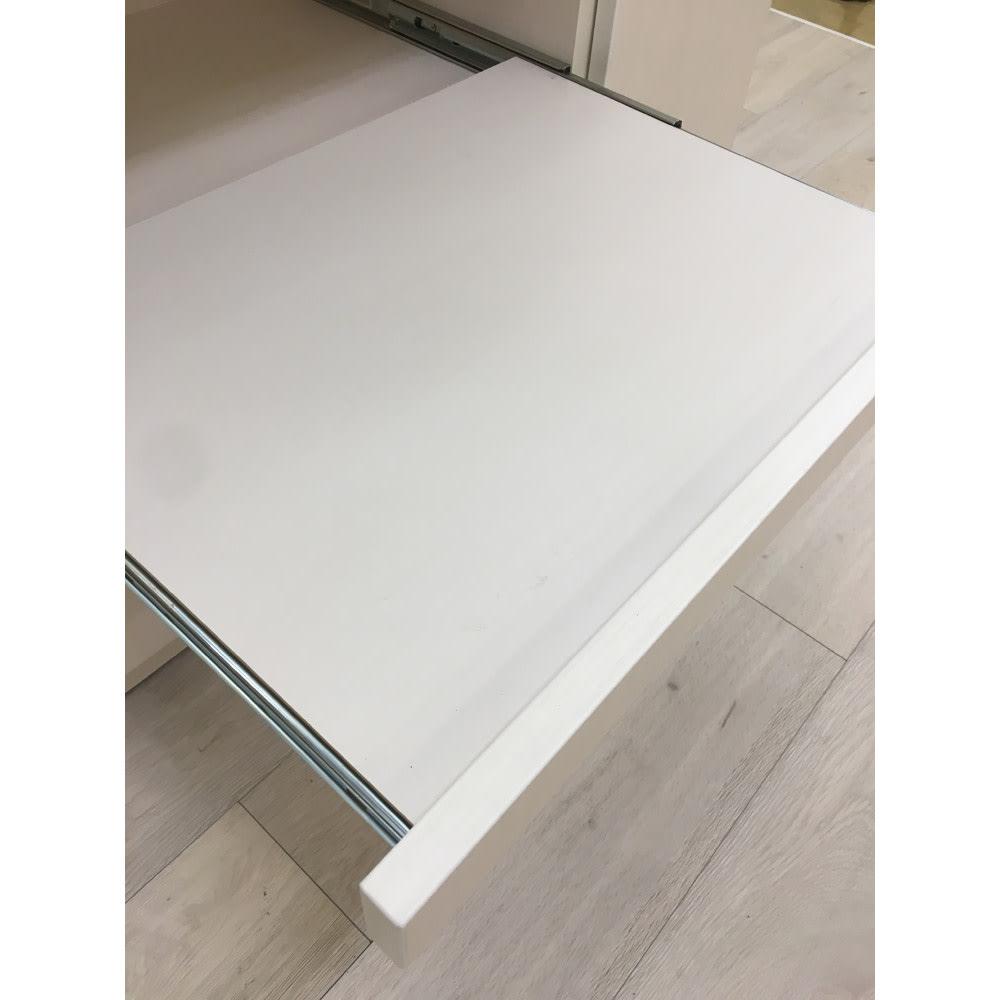 家電もストックもまとめて収納!天井ぴったりキッチンシリーズ レンジボード 幅60cm奥行45cm スライドテーブルは最大35cmまで引き出すことができます。