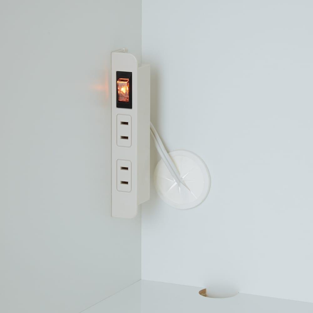 家電も食器もたっぷり収納!天井ぴったりキッチンシリーズ マルチボード 幅90cm奥行45cm オープンスペースの2ヵ所に便利な2口コンセントが付いています。