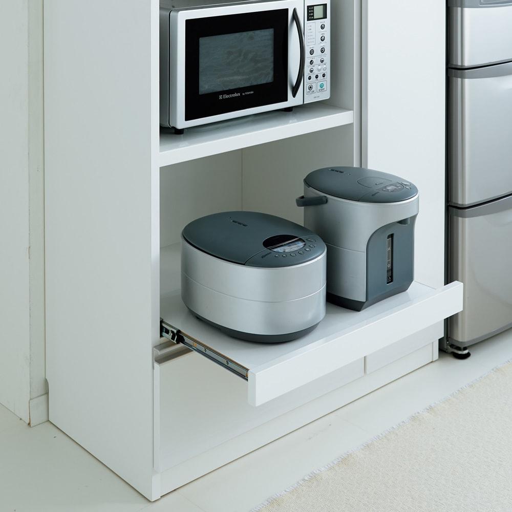 家電も食器もたっぷり収納!天井ぴったりキッチンシリーズ マルチボード 幅90cm奥行45cm 下段の家電収納部はスライドトレー付きで、蒸気の出る家電も安心。