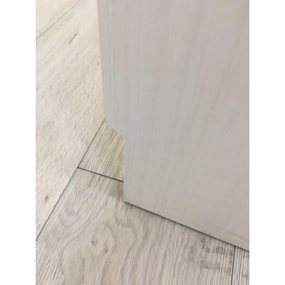 食器もストックもたっぷり収納!天井ぴったりキッチンシリーズ 食器棚 幅60cm奥行50cm 背面には9×1.2cmの幅木カット付きなので壁にぴったり設置できます。