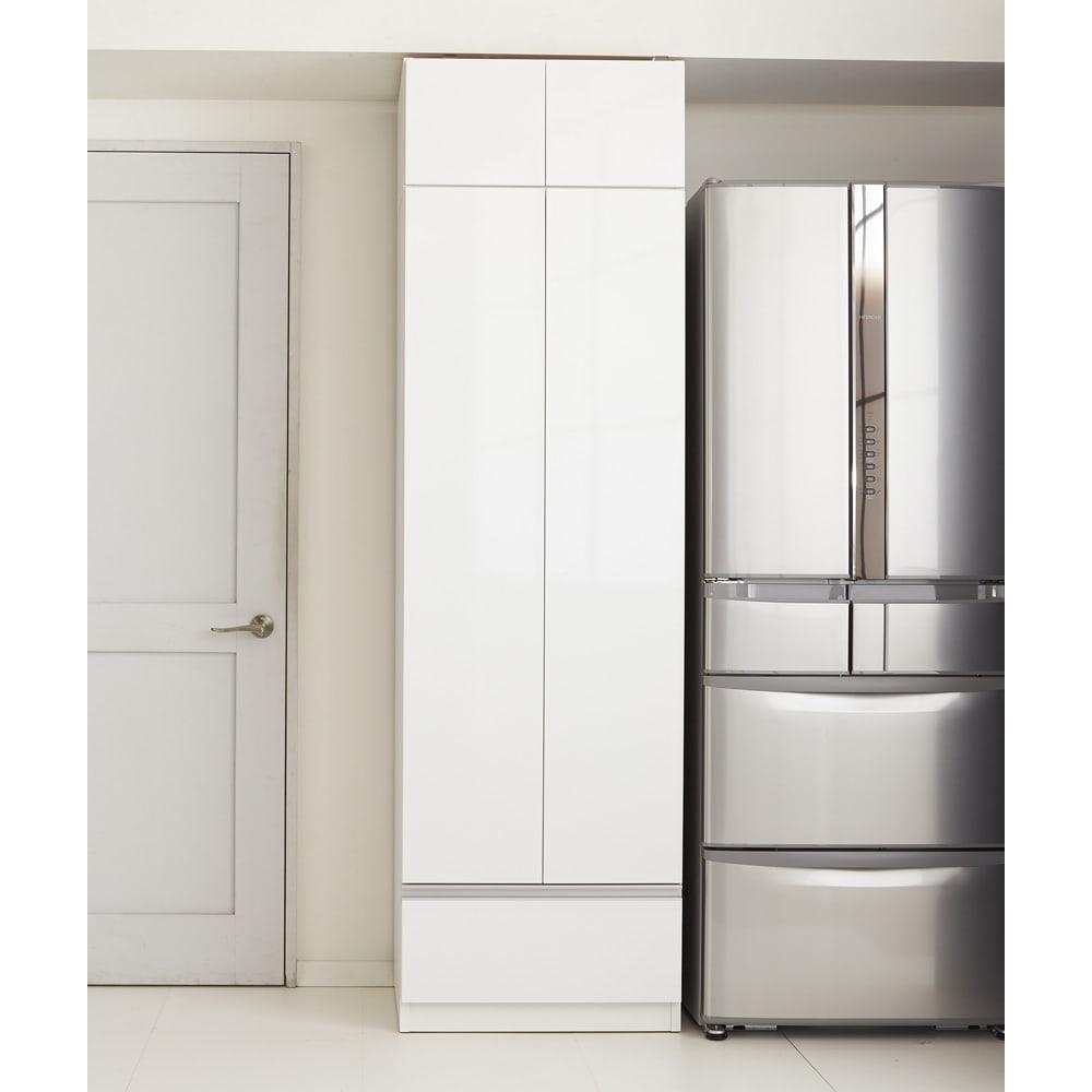 食器もストックもたっぷり収納!天井ぴったりキッチンシリーズ 食器棚 幅60cm奥行50cm キッチンの生活感を美しい扉で隠して、すっきりとした空間に。(エ)ホワイト(光沢無地)