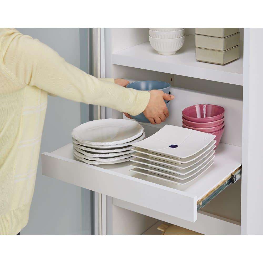 食器が取りやすい引き戸式魅せる収納庫 幅140奥行50cm 【スライド式で奥の食器の出し入れもラクに行えます】頑丈なフルスライドレール。手前の食器を避ける負担が無くなります!