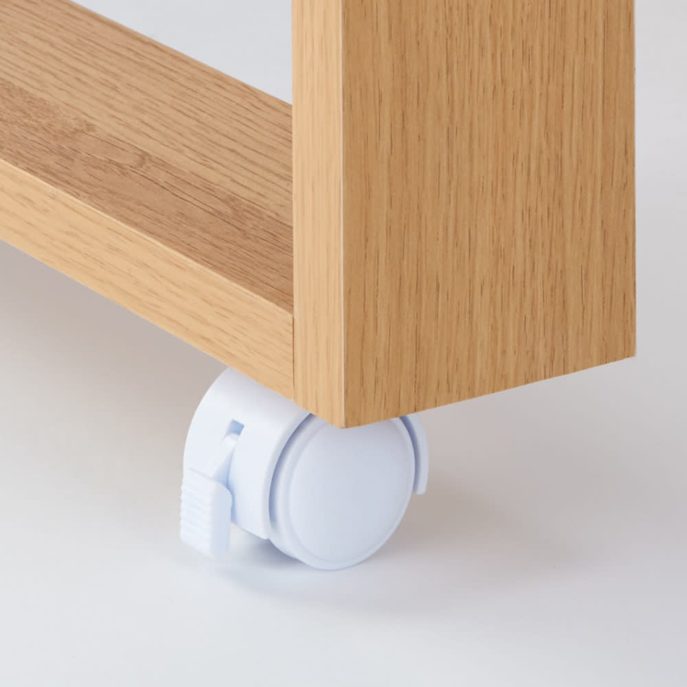 天然木伸長式キッチンカウンター 幅79.5~126cm 伸長テーブル部にはストッパー付きのキャスターがついており、調理作業の時も安心です。