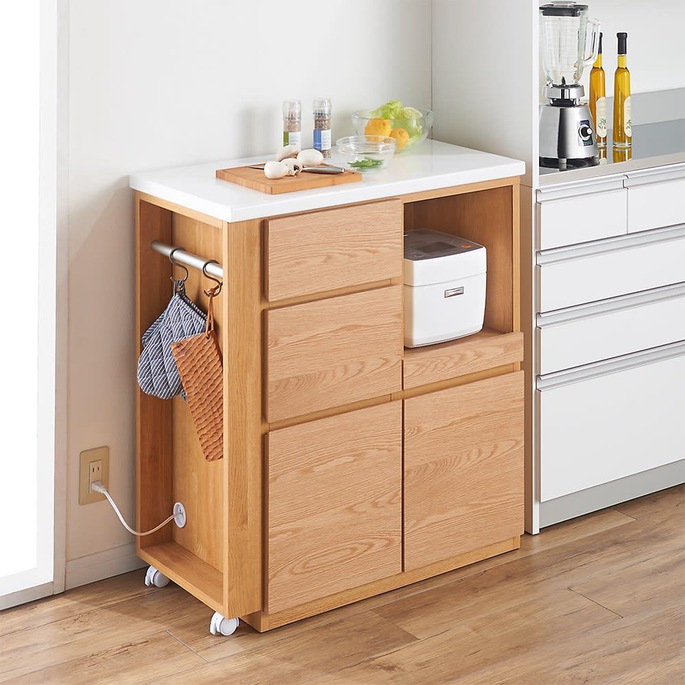 天然木伸長式キッチンカウンター 幅109.5~184cm 色見本(ア)ナチュラル 縮めれば、コンパクトなスペースにも収まります。 ※写真は幅80~130cmタイプです。