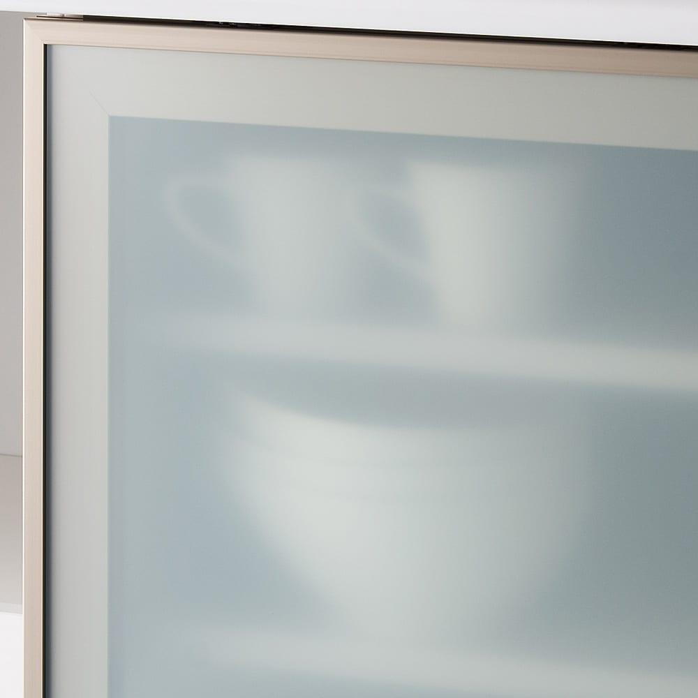 大型引き戸ハイカウンター 幅90cm 乳白のガラスでさりげなく目隠ししつつ、空間を広々と見せてくれます。