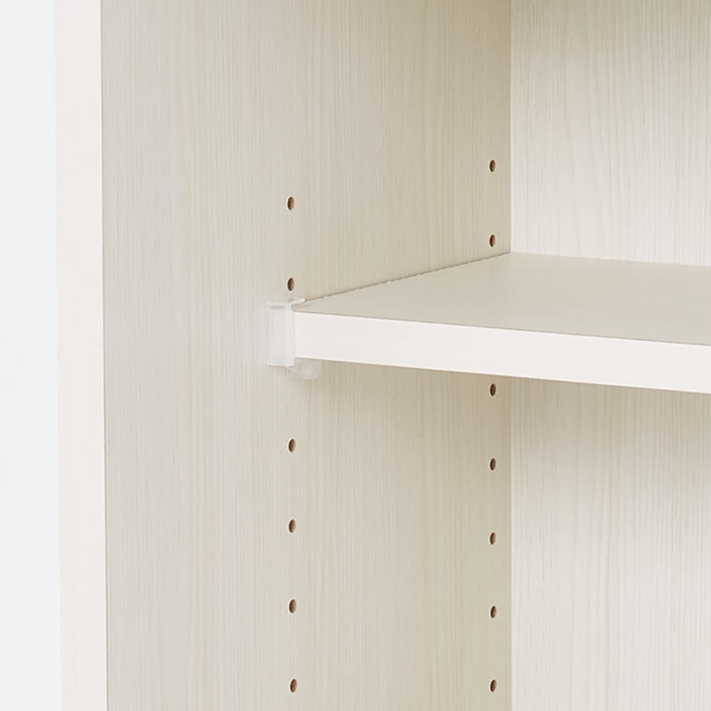 光沢木目が美しい引き戸式カウンター下収納 収納庫幅150cm 可動棚は3cm間隔で高さ調節できます。