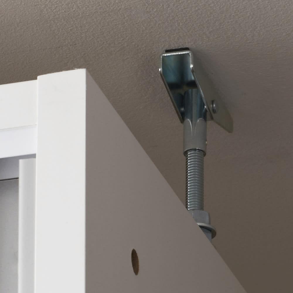 狭いキッチンでも置ける!薄型引き戸パントリー収納庫 奥行21cmタイプ 幅60cm 天井へ突っ張り金具を使って安定させます。