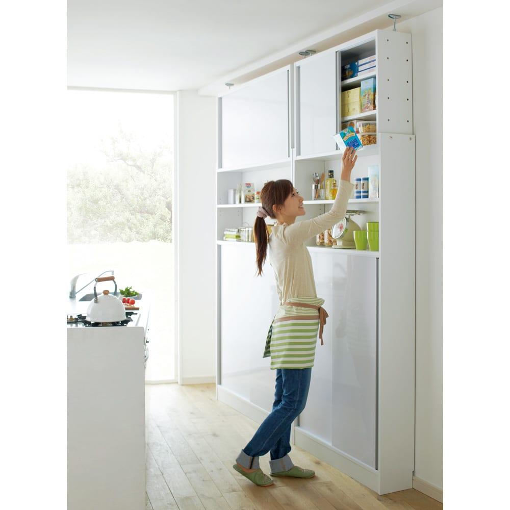 狭いキッチンでも置ける!薄型引き戸パントリー収納庫 奥行21cmタイプ 幅120cm 場所をとらない引き戸で効率よく収納。