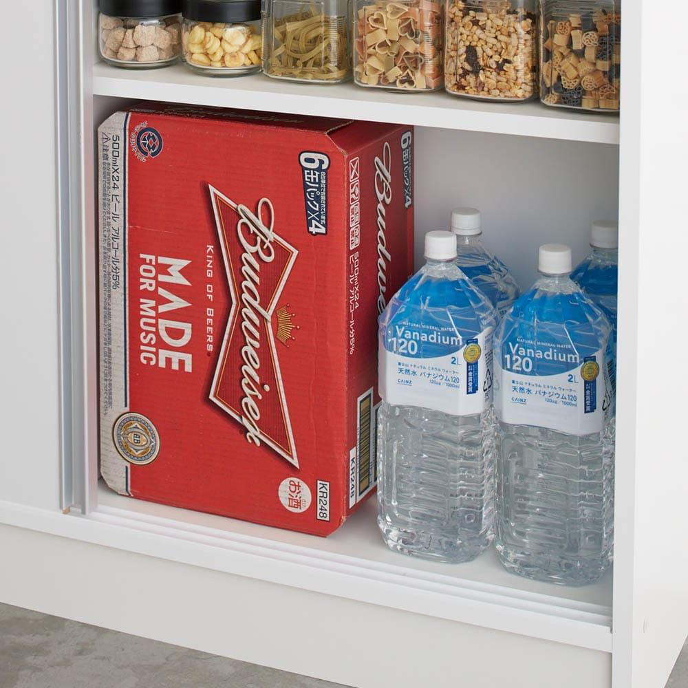 狭いキッチンでも置ける!薄型引き戸パントリー収納庫 奥行30cmタイプ 幅60cm 箱入りのストックも収まる奥行30cm。