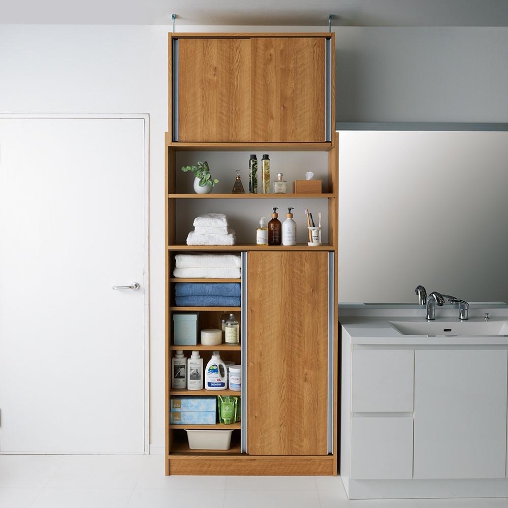 狭いキッチンでも置ける!薄型引き戸パントリー収納庫 奥行30cmタイプ 幅60cm (イ)ブラウン 洗面所にも 洗面所の限られたスペースにもぴったり置けます。可動棚は収納物に合わせて3cm間隔で設定でき、タオルや洗剤などもたっぷり収納できます。 ※写真は幅90cmタイプ