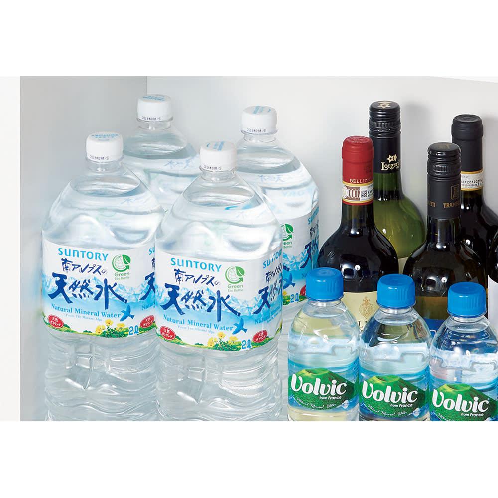 組立不要!52サイズ・3色の156タイプから選べる頑丈すき間ワゴン 幅32奥行45cm 【収納例】幅30cm×奥行55cmタイプ(内寸…幅26.5cm×奥行51cm) ⇒500mLペットボトル・缶やワインの瓶、調味料の1Lボトルが3本並んで収まります。2Lペットボトルなら2本並んで入る大容量です。