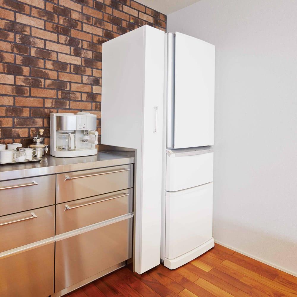 頑丈ボックス付きすき間ワゴン 奥行45cmタイプ 幅20cm 見た目すっきり!ワゴンを収めれば冷蔵庫と一体化したよう。目隠しとホコリ防止ができます。