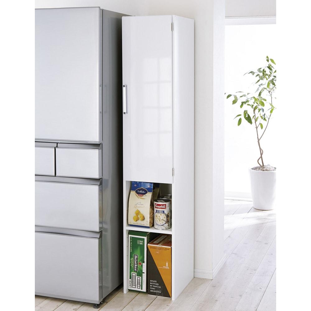ゴミ箱上を活用できる下段オープンすき間収納庫 幅25cm (右開き取付時)※写真は幅35cmタイプです。