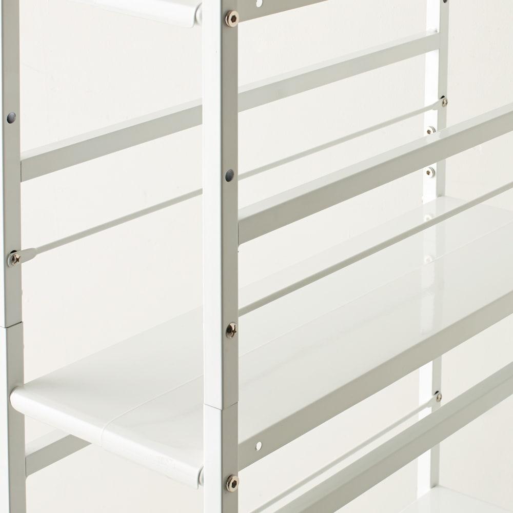 キッチンのすき間にピッタリ 幅伸縮すき間ラック 奥行49.5cm 棚板は収納物にあわせて10cm間隔で高さ変更可能。