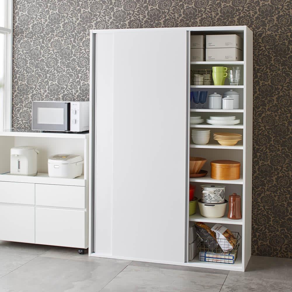 全部隠せる スライド棚付きキッチン家電収納庫 ハイタイプ 右側の収納棚は食器棚やストッカーとして大活躍。