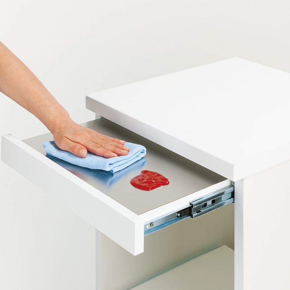 必要なものだけコンパクトに置ける ミニマリストのためのミニマルレンジ台 扉タイプ 幅59cm フルスライドレール付きでラクに引き出せるスライドテーブル。ステンレス製で汚れもサッと拭き取れます。約18cm前方へ出せます。