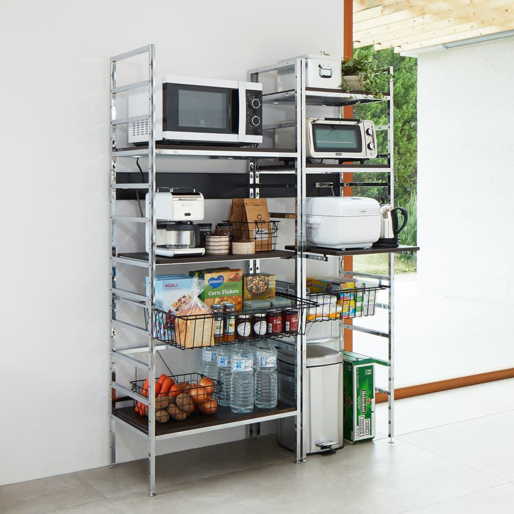 スタイリッシュなキッチン家電ラック ミドル 幅55.5cm 高さ122cm 色見本(ア)ダークブラウン 棚板とスライドテーブルがダークブラウン。フレームは白です。 ※写真左からハイタイプ幅75.5cm、ハイタイプ幅55.5cm。