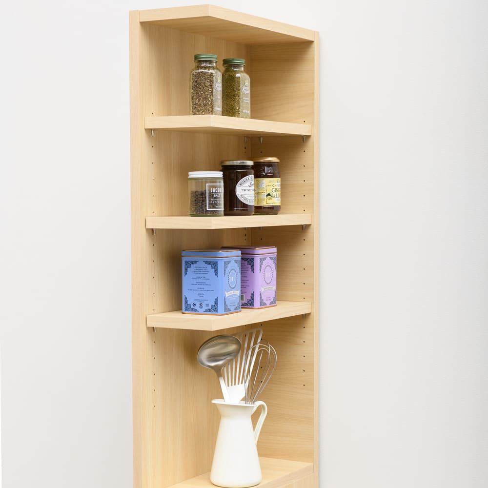 幅が1cm単位でオーダーできる2面オープンすき間収納庫 奥行45cm 幅40~45cm 取り出しやすい棚部にはよく使う調味料や調理ツールを。料理の盛り付け作業にも便利。