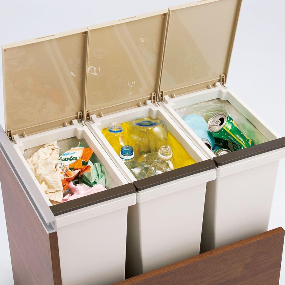 分別ごみ箱付きすき間収納庫 3分別ロータイプ 奥行61高さ85cm 作業中でもゴミが捨てやすいプッシュ式。ゴミ袋ストッパー付きで、ニオイを気にせず清潔にお使いいただけます。この写真は3分別(お届けする商品)です。