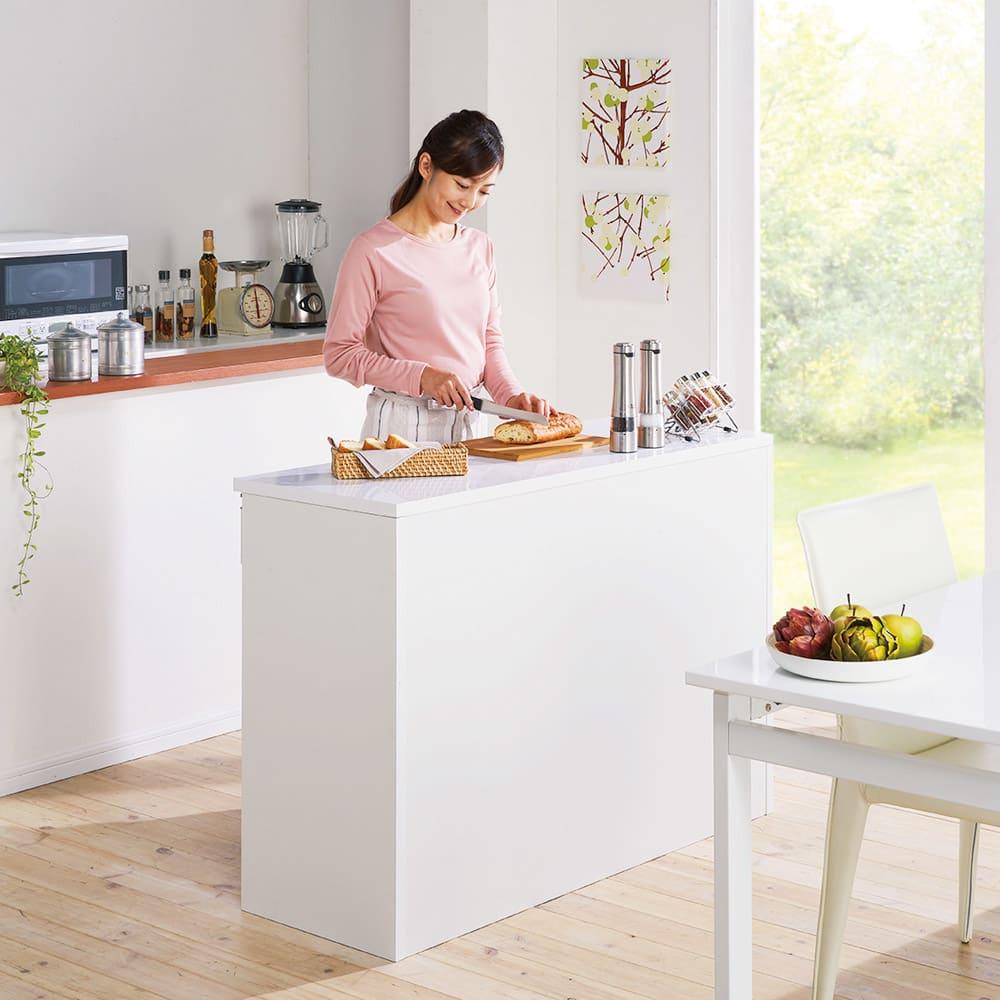 間仕切りキッチンカウンター カウンターデスク 幅120cm (ア)ホワイト 家族と向き合って会話ができ、一緒に料理も楽しめる対面キッチンに。
